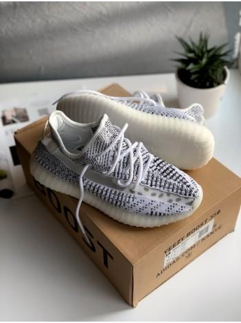 Кроссовки Adidas Yeezy Boost 700 Solid Grey/Chalk White-Core Black