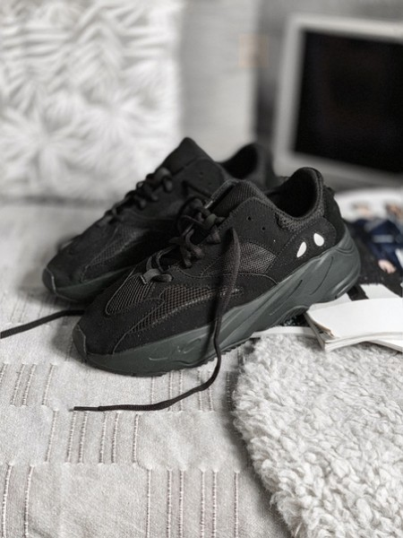 Кроссовки Yeezy Boost 700 Runner Triple Black (2)